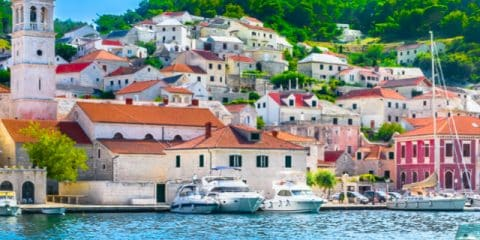 Camper en Croatie; soleil, mer, plage et nature