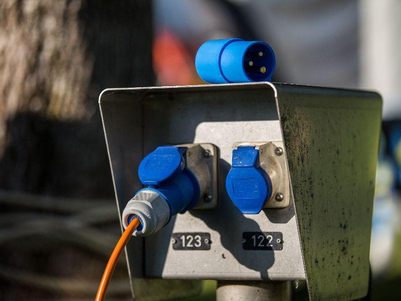 Pour savoir combien de watts vous pouvez utiliser au maximum en même temps, multipliez le nombre d'ampères par le voltage.