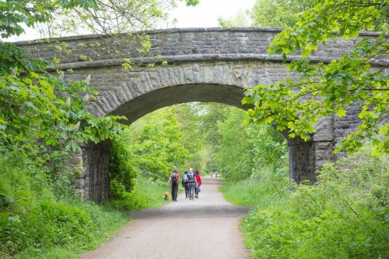 Les Voies Vertes ne sont pas uniquement réservées aux cyclistes. Les autres usagers non motorisés, tels que les piétons ou les cavaliers, sont aussi les bienvenus.
